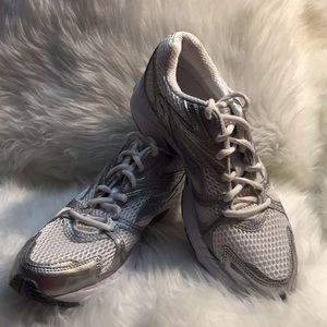 Saucony Grid Twister Athletics Shoe